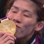 キング・カズ、吉田沙保里に熱~いキス♪「好きになっちゃいました」