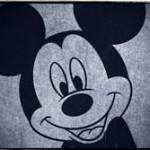 【動画】接触事故を起こした運転手、ミッキーマウスらにボコボコにされる