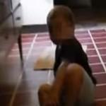 【動画】 これはガチ 子どもを撮影した映像に、走り抜ける小人が映り込む