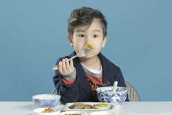 世界各地の「朝ごはん」を子供達に食べさせる動画が大ヒット。最も不評だったのはあの国