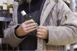 「お金はあるけどもったいなくて・・」捜査員もびっくり、高齢者の万引き急増の理由