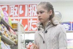 ユリア・リプニツカヤ、ショッピングやファンにサインをする姿も男前