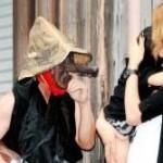【画像】ち○こをちら見せしながら、男が若い女を追い掛け回す楽しそうな祭り 福井
