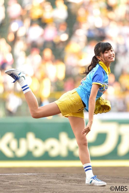 【画像】小島瑠璃子ノーバン始球式wwwww