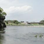 会社の同僚と川でBBQしていた男性(15)が川に流され行方不明