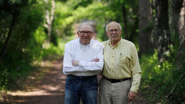 父と息子が結婚 50年以上もの交際期間を経てゴールイン