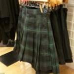 【画像】スカートの中身が丸見え?アメリカンアパレルの広告が過激すぎると物議