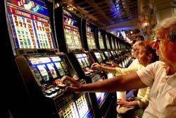 スロットマシンで4300万ユーロ(約43.5億円)の大当たり!→カジノ「ソフトウェアエラーです」
