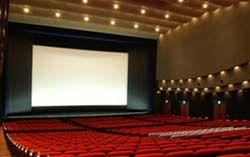 映画が始まる前のCMが長すぎる! と劇場を提訴