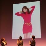 【画像】佐々木希が80年代のボディコン姿を披露 唐沢寿明が絶賛