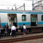 """JR京浜東北線で""""包丁男(71)""""逮捕…「優先席でタブレットを使っていたのが気にくわなかった」"""