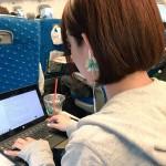【画像】人気AV女優が新幹線の普通車に乗っててワロタwwwww