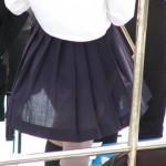 電車内で女子高生のスカートが何者かに切られ、乗客にパンティを晒される事件相次ぐ