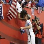 【女子サッカー】「勝利のキス」話題に 同性婚の米国代表・ワンバック選手