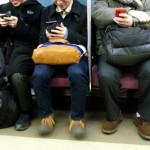 電車内人々「・・・(スマホポチポチ)」仁王立ち俺「楽しいか?」