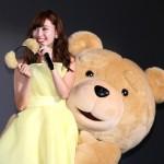 小嶋陽菜、ステージ上で「公開腰フリセックス」披露