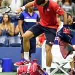 【テニス】怒るジョコビッチ、試合中にラケット踏みつけ破壊!