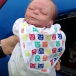 【英国】車の中に赤ちゃん置き去り、窓を割って救出→実は人形→車の持主は怒り心頭、警察は謝罪と賠償(写真アリ)
