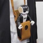 シャープ、かわいいロボットと携帯電話が合体した「RoBoHoN」発売へ