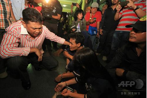 妻をレイプしたとされる男性を夫が殺害して性器を切断し、その性器を2人で食べる - インドネシア
