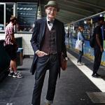 【画像】イギリスの70歳の爺ちゃんオシャレ過ぎてワロタwwwwwwww