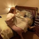 【画像】両親に甘やかされ何でも好きなだけ食べた娘、体重が300kgになる