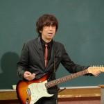 TM NETWORKのエアギタリスト・木根尚登が告白 「どんどんギターが上手になってる」