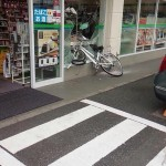 【画像】コンビニに自転車突っ込んでてクソワロタwwwww