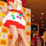 小林麻耶(36)がアイドルのようなミニスカで歌手デビュー 「夢がかなった」と涙声