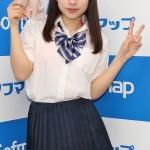 """【画像】""""日本一スカートの短い女子高生""""がソフマップ"""
