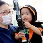 難病と闘う3歳児、「仮面ライダーゴースト」と交流し変身 母のツイートに主人公俳優が返信
