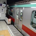 東京メトロ、ベビーカーを挟んだまま発車し、大破。女車掌「次の駅で対応しようと思った」 え?