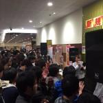 【画像】AV女優・紗倉まなさんが愛知県のパチンコ店に来店 大いに盛り上がる