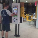 マクドナルドがレジを廃止 タッチパネルで注文する方式に