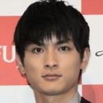【熊本地震】俳優の高良健吾、避難所で給水ボランティア 顔を隠して行うもバレてネット上に拡散される