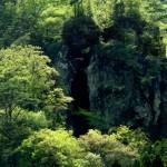 割れ目に挟まった「決して落ちない石」 熊本地震で落ちる