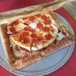アメリカ人、ピザを入れる箱をピザにする