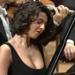 【画像】NHKのクラシックコンサートで 爆乳エロピアニスト これ魅せつけてるだろ