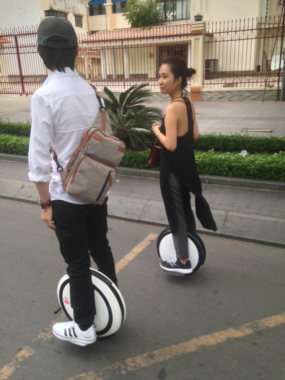 【画像】中国の会社が作った電動一輪車「ninebot ONE」