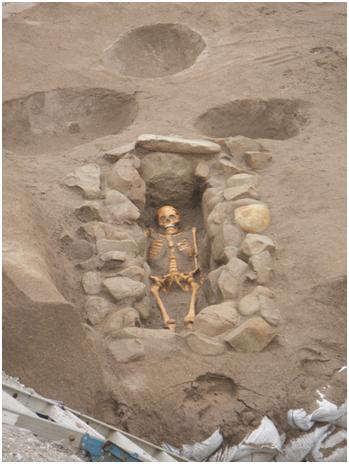 【画像】由比ヶ浜でほぼ完全な人骨出土 ← 完全すぎてワロタwwww