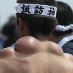 【画像】神輿を担ぎ過ぎた人間の末路wwwww