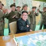 【画像】ミサイル発射成功を受け、これ以上ない満面の笑みで喜ぶ金正恩を御覧下さい