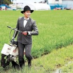 【画像】農業はダサい?なら高級スーツで農業したろ!