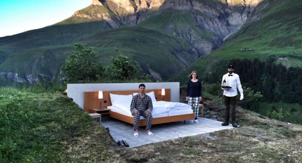 【画像】スイスで屋根のないホテルがオープン 1泊260ドル 山のパノラマ景色を楽しめる