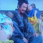 【画像】真田丸で赤ちゃんがパンパース履いてる