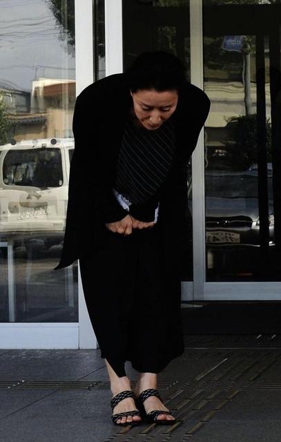 【画像】高畑淳子が老婆みたいにやつれてマスゴミの前に登場して陳謝