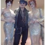 叶姉妹、ジョニー・デップとシースルードレスで豪華3ショット「オーラ凄い」と話題に