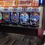 【画像】パチンコ店「1円パチンコ(笑)の雑魚は立って打ってろ」