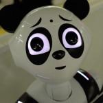 【画像】上野駅のパンダPepper、金属バットで振るスイングしたくなる顔