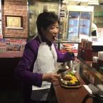 ツイカス「いきなりステーキにぼっちの変なおばさんおった(笑)」パシャ